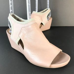 Naturalizer leather shoes sandals